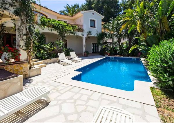 Beautiful garden villa with sea views in Nova Santa Ponsa