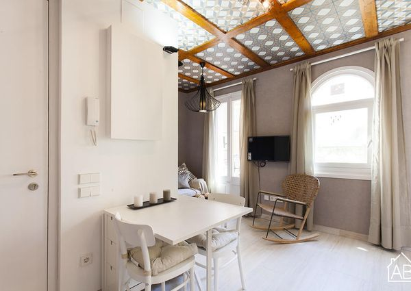 Fully renovated apartment just steps from the Barceloneta beach