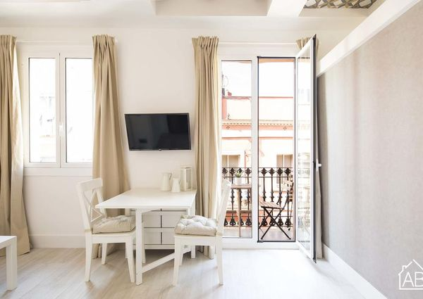 Beachside apartment for 2 with balcony and WiFi