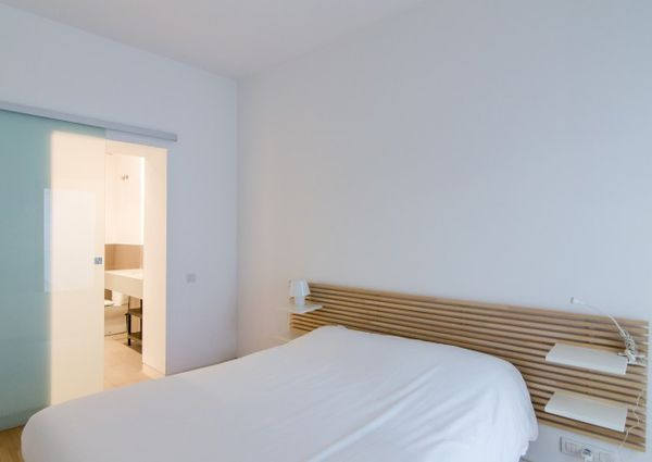 A- Flat for rent with large terrace near Plaça Catalunya