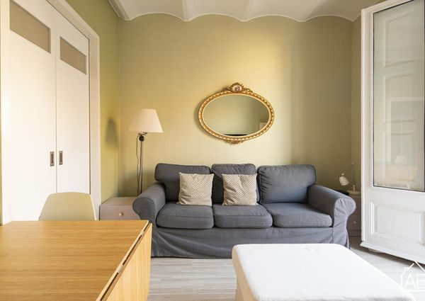 Chic Two-Bedroom Apartment in Artistic and Cosmpolitan Raval Quarter