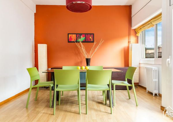 Central and Spacious 4-Bedroom Apartment just 5 Minutes from Passeig de Gràcia