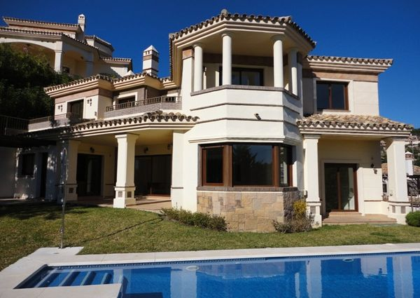 Detached Villa in Los Arqueros, Costa del Sol
