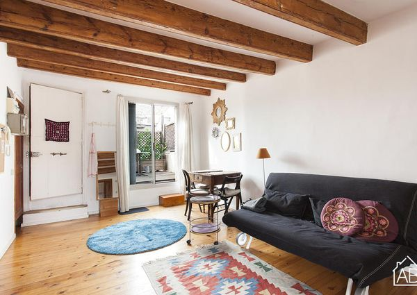 Lovely studio apartment with a terrace close to Las Ramblas
