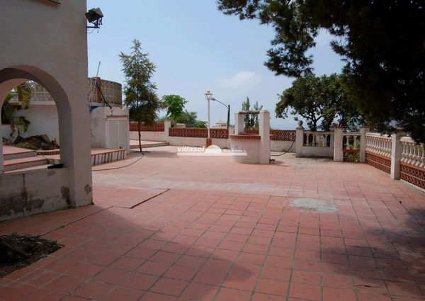 Villa within walking distance to Nerja, available for a long term rental