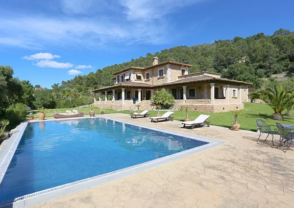 Traditional mansion near the picturesque town of Campanet