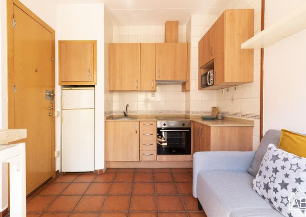 Cozy apartment right by the Barceloneta beach