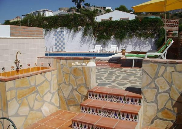 CORTIJO FOR RENT SITUATED IN FRIGILIANA COUNTRYSIDE
