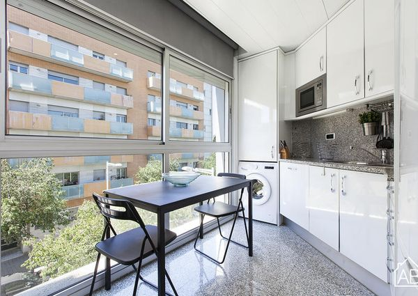 Bright and modern apartment with amazing pool in Vila Olímpica