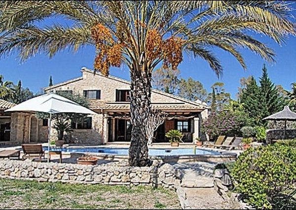 Idyllic country house in finca style in Port Pollensa