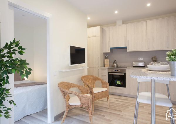 Cosy and modern two bedroom apartment right by the beach