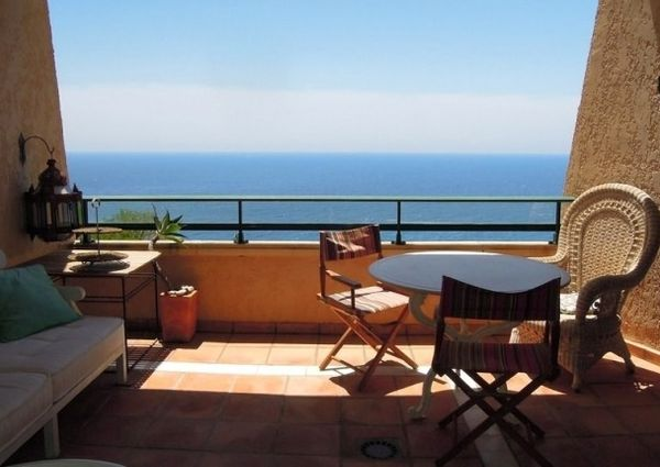 Charming apartment with splendid views of the sea.