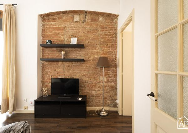 Lovely apartment, just one street from the Barcelona port