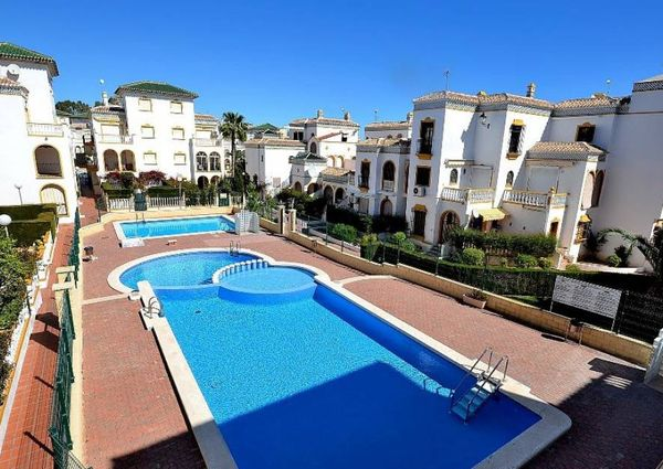 Top floor duplex apartment with roof terrace for rent in Molino Blanco Urbanization