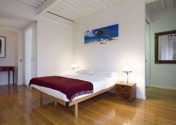 Very spacious, loft-style apartment in Barceloneta