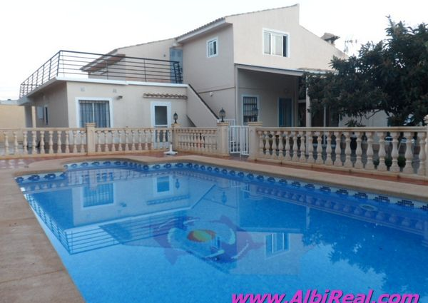 Chalet independiente con piscina privada LT01318