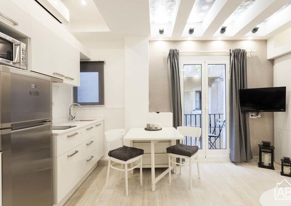 Modern apartment for 2 people on the beach