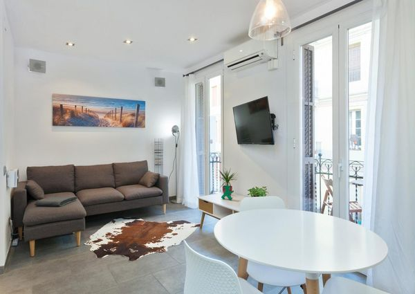 Flat with 2 double bedrooms – Carrer Magalhaes