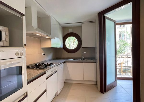 Beautiful unfurnished 3 bedrooms flat with parking in the center of Palma.