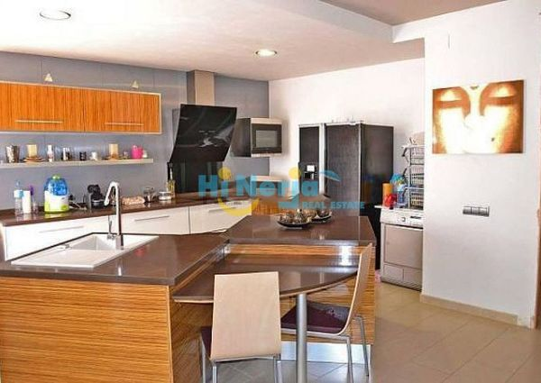 Floor luxury 3 bedrooms 2 bathrooms large terrace turret