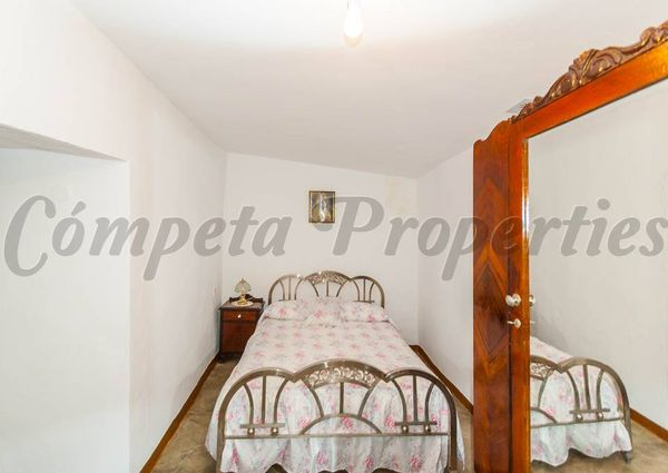 Townhouse in Corumbela, Inland Andalucia at the foot of the mountains