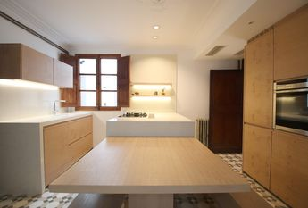 Attractive 4 bedroom apartment with balcony in the Old Town of Palma.