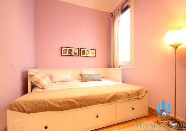Two Bed Apartment with Balcony, Carrer Dos de Mayo