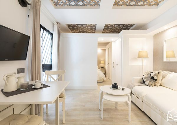 Stylish and Comfortable One-Bedroom Apartment Just Two Minutes from Beach