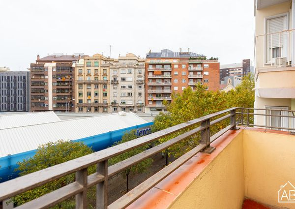 Homely and Spacious Three-Bedroom Apartment in Central Eixample District