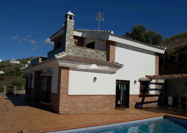 LARGE DETACHED VILLA IN THE COUNTRYSIDE