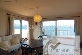 Penthouse apartment in first sea line with access to the promenade
