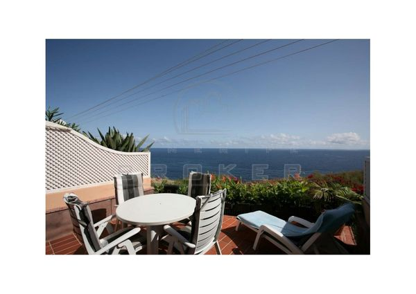 Luxury apartment, heated pool, direct seaview, double garage