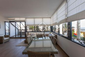 Impressive penthouse with 4 bedrooms, 3 bathrooms and 60 m² terrace for rent in Playa de Patacona