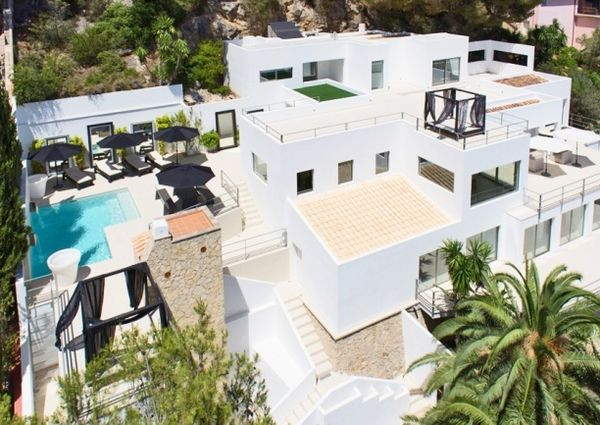 Luxury villa with views to the sea and golf courses in Son Vida