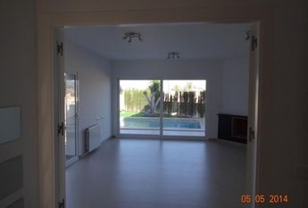 Beautiful modern villa in good condition in the district of San Raphael