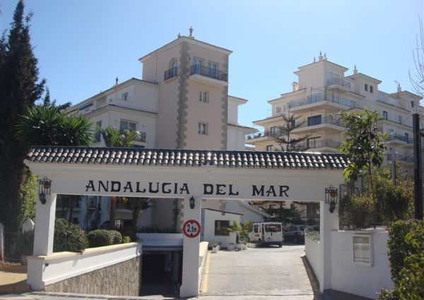 Middle Floor Apartment in Puerto Banús, Costa del Sol