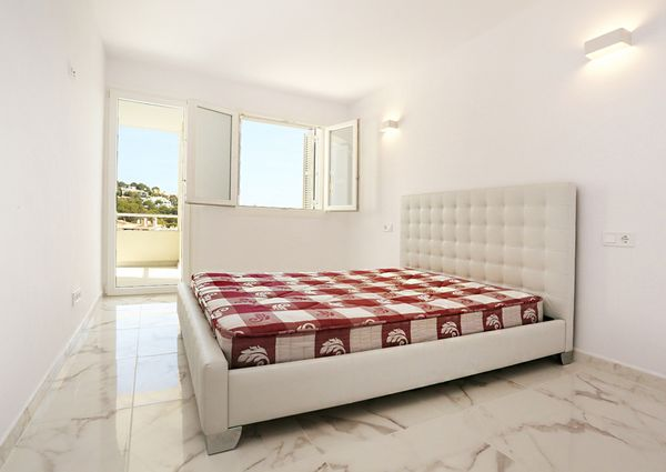 Renovated apartment with partial sea view in Nova Santa ponsa
